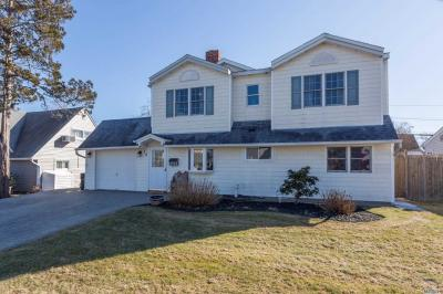Photo of 30 Deep Ln, Wantagh, NY 11793