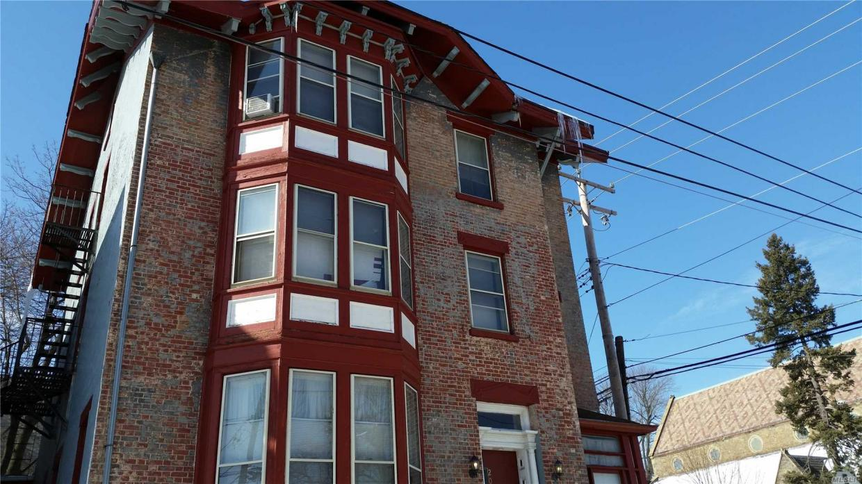 203 Grand St, Out Of Area Town, NY 12550