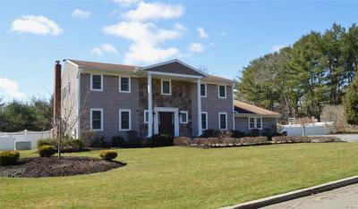 Photo of 45 Louis Dr, Melville, NY 11747