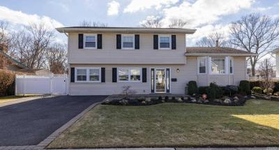 Photo of 14 Andover Dr, Deer Park, NY 11729