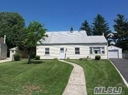 Photo of 123 Rope Ln, Levittown, NY 11756
