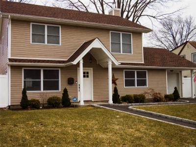 Photo of 79 Hyacinth Rd, Levittown, NY 11756