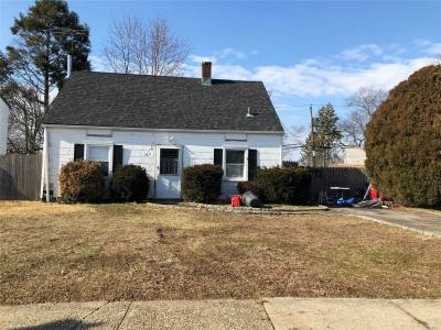 Photo of 16 Copper Ln, Levittown, NY 11756