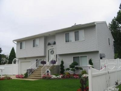 Photo of 442 Sussex Rd, East Meadow, NY 11554