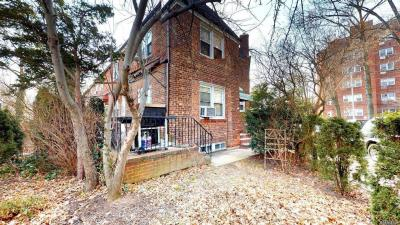 Photo of 67-08 Juno St, Forest Hills, NY 11375
