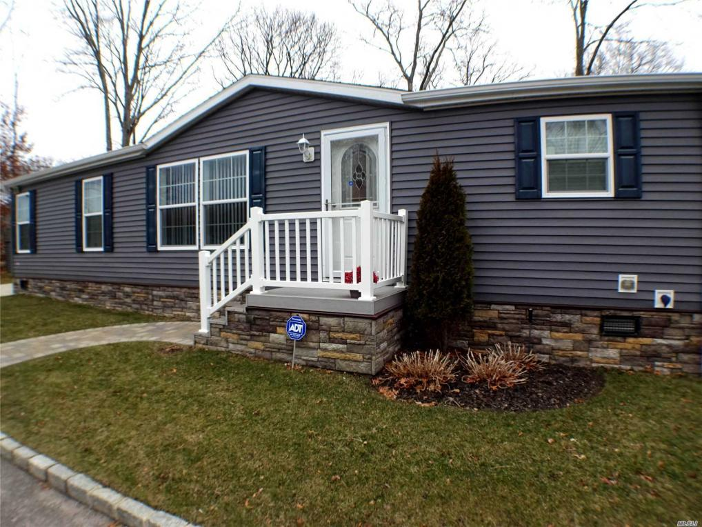1661-130 Old Country Rd, Riverhead, NY 11901
