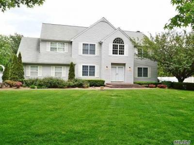 Photo of 4 Galleine Rd, Commack, NY 11725