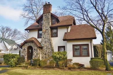65 Larch Ave, Floral Park, NY 11001