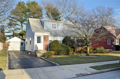 Photo of 923 Winthrop Dr, East Meadow, NY 11554