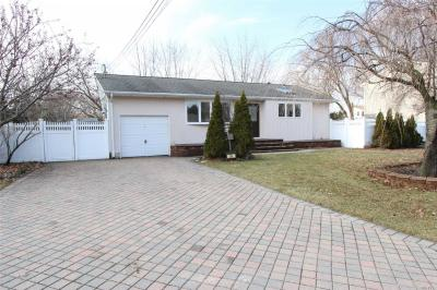 Photo of 34 W 9th St, Deer Park, NY 11729