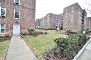112-20 72 Dr, Forest Hills, NY 11375