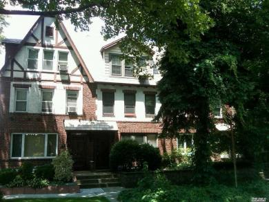 99-03 Ascan Ave, Forest Hills, NY 11375