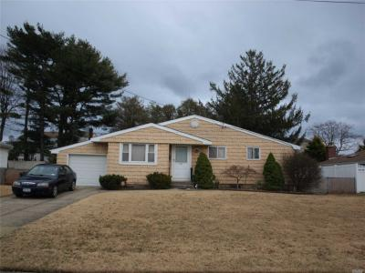 Photo of 193 W 8th St, Deer Park, NY 11729