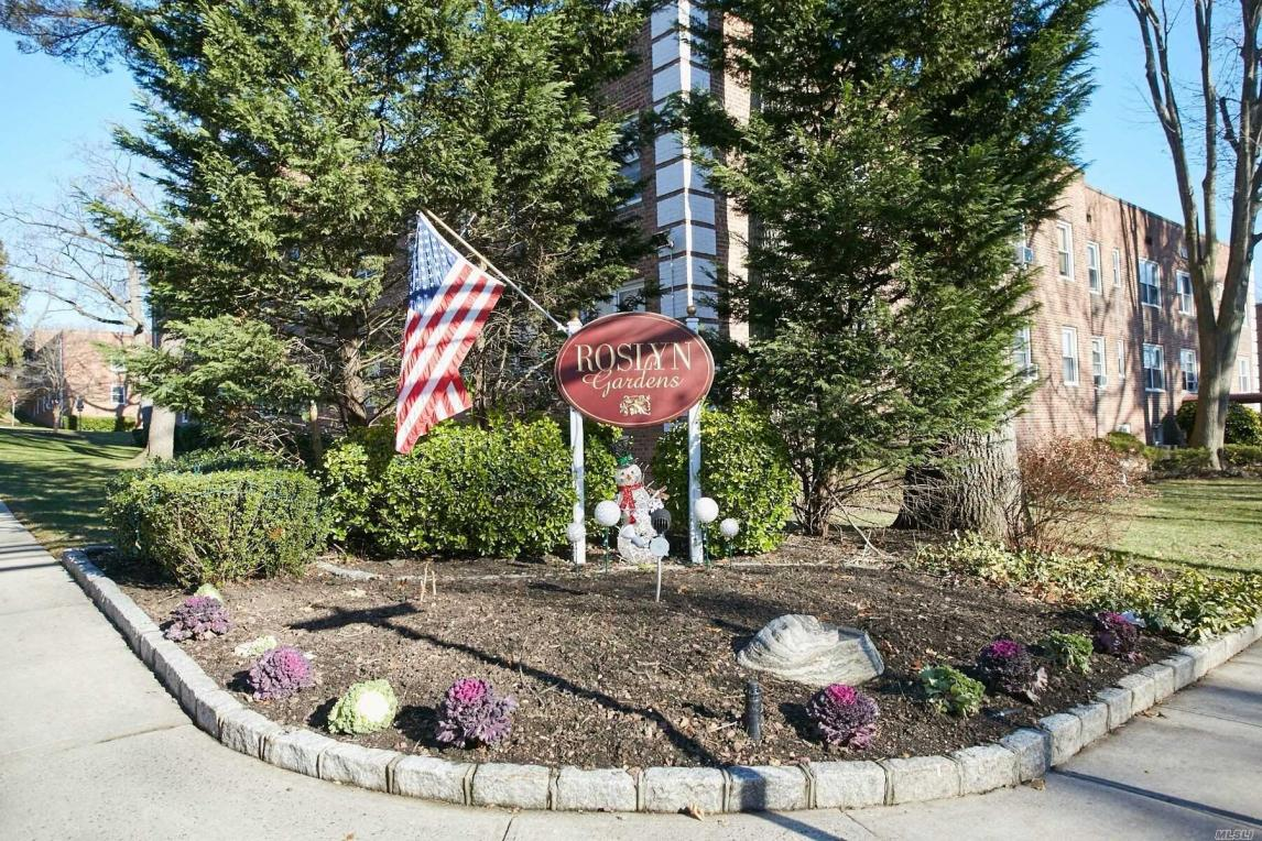 8 Edwards St #1a, Roslyn Heights, NY 11577