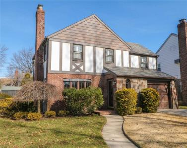 147 Beverly Ave, Floral Park, NY 11001