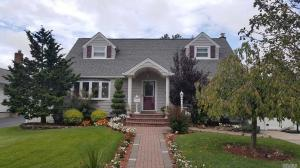 967 Whitebirch Ln, Wantagh, NY 11793