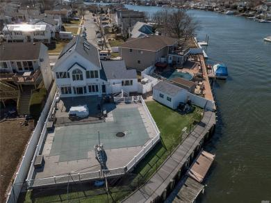 2644 Riverside Dr, Wantagh, NY 11793