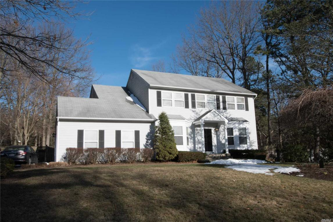 53 Thunder Rd, Miller Place, NY 11764