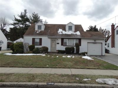 Photo of 1972 Marion Dr, East Meadow, NY 11554