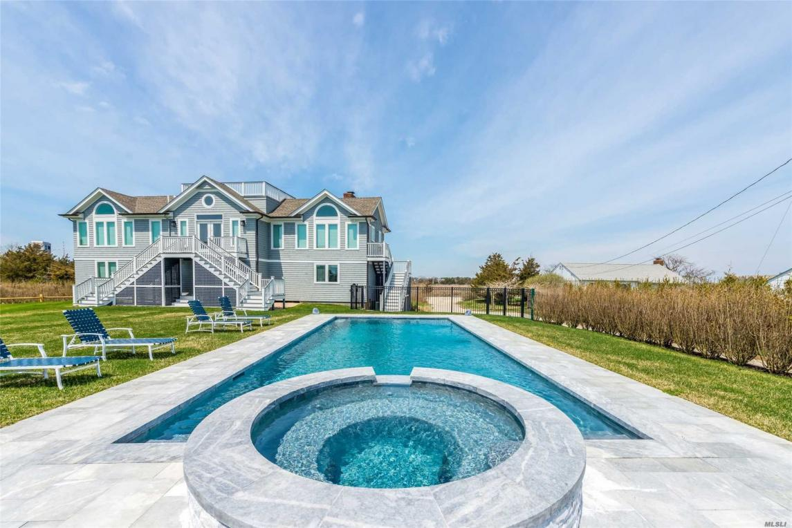115 Dune Rd, Quogue, NY 11959