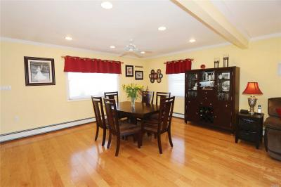 Photo of 61 Ridge Ln, Levittown, NY 11756