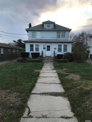 Photo of 304 S Ocean Ave, Patchogue, NY 11772