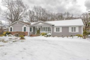 10 Doti Ct, Huntington, NY 11743