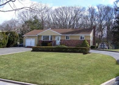 9 Lower Rd, Smithtown, NY 11787
