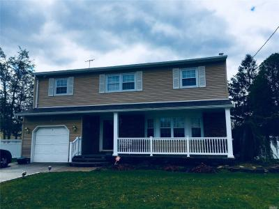 Photo of 4 Christopher Ct, Deer Park, NY 11729