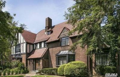 Photo of 75 Tennis Pl, Forest Hills, NY 11375