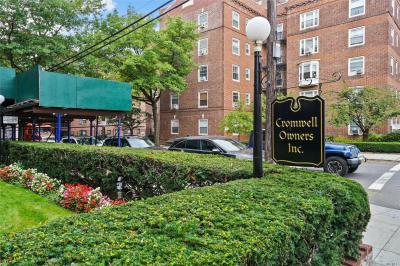 Photo of 69-60 108 St #415, Forest Hills, NY 11375