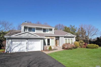 Photo of 6 Pine Meadow Pl, Commack, NY 11725