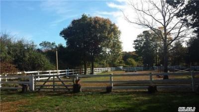 Photo of 190 S South Country Rd, Remsenburg, NY 11960
