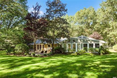 Photo of 6 Westbourne Ln, Melville, NY 11747