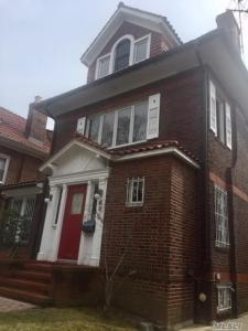 69-14 Dartmouth St #3rd Fl, Forest Hills, NY 11375