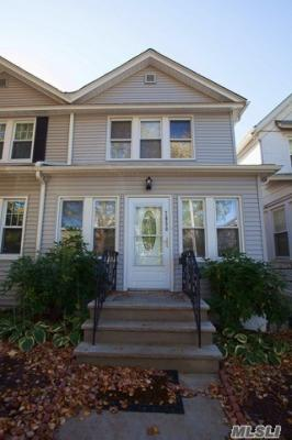 Photo of 70-50 Manse St, Forest Hills, NY 11375