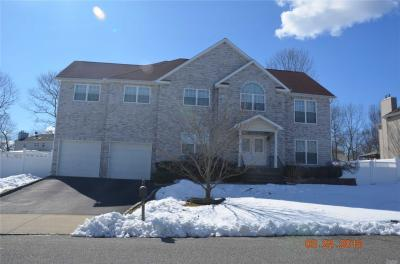 Photo of 16 East Ave, Coram, NY 11727