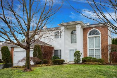 Photo of 159 Country Club Dr, Commack, NY 11725