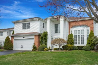 Photo of 153 Country Club Dr, Commack, NY 11725