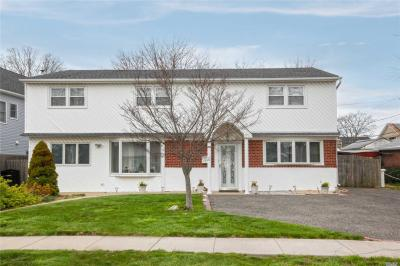 Photo of 2543 Cypress Ave, East Meadow, NY 11554