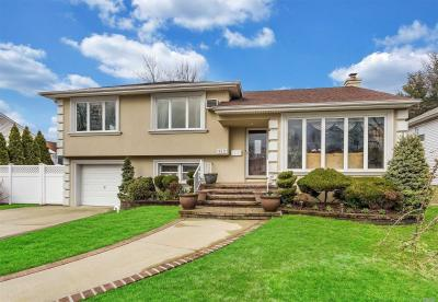 Photo of 612 Marion Dr, East Meadow, NY 11554