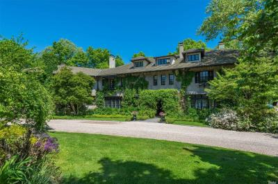 Photo of 407 Centre Island Rd, Centre Island, NY 11771