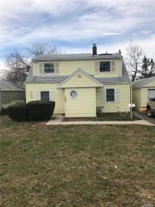 105 Division Ave, Levittown, NY 11756