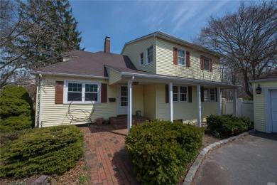 102 Lakeview Ave, West Islip, NY 11795