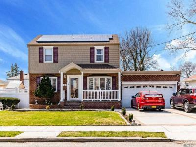 Photo of 2224 2nd St, East Meadow, NY 11554