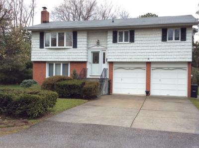 Photo of 200 Claremont St, Deer Park, NY 11729