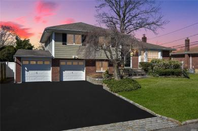 52 Eastfield Ln, Melville, NY 11747