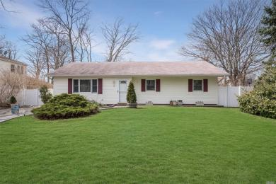16 Sims St, Patchogue, NY 11772