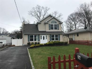 26 Fairview Dr, Shirley, NY 11967