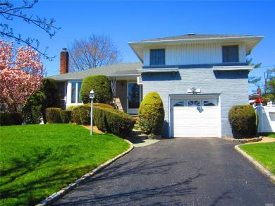 4061 Bayberry Ln, Seaford, NY 11783